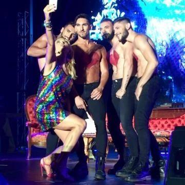 Barbara D'Urso, ballo sensuale al Gay Village