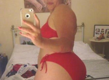 Curvy in bikini sfida i critici su Fb: viene assunta da una casa di moda