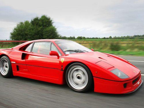 Ferrari in festa per la F40: l'ultimo capolavoro del drake