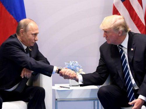 Sguardo negli occhi e mano tesa al saluto, Trump e Putin avviano il G20