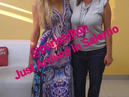 Paris Hilton dj incanta la Divina Costa (video)