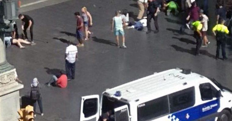 Barcellona: attacco Rambla (video)