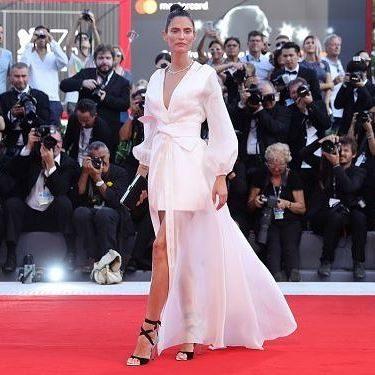 Festival di Venezia, Red Carpet tra spacchi osé e modelli raffinati