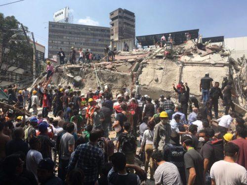 Sisma in Messico, il terribile crollo di un palazzo (video)
