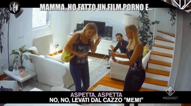 Scherzo ad Eva Henger: 'Mamma facciamo un film hard insieme' (video)
