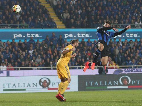 L'Atalanta frena la Juventus, il Napoli vola al comando