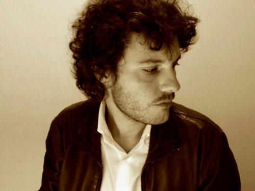 Lo scrittore Mattia Signorini: 'Avance intime in cambio di una recensione'