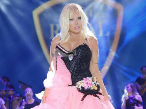 Ajda Pekkan, la cantante mostra 30 anni ma ne ha compiuti 71