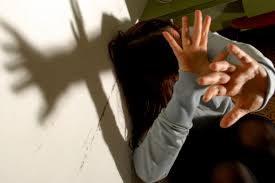 Roma, ti tolgo il 'malocchio': violentata sedicenne