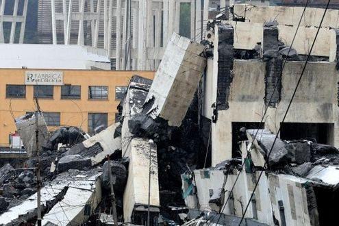 Orrore! crolla il ponte dell'autostrada A10 a Genova, più di 35 i morti