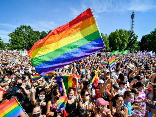 Il giorno del Pride a Roma e Milano